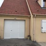 porte de garage 2400x2160 blanche avec portillon