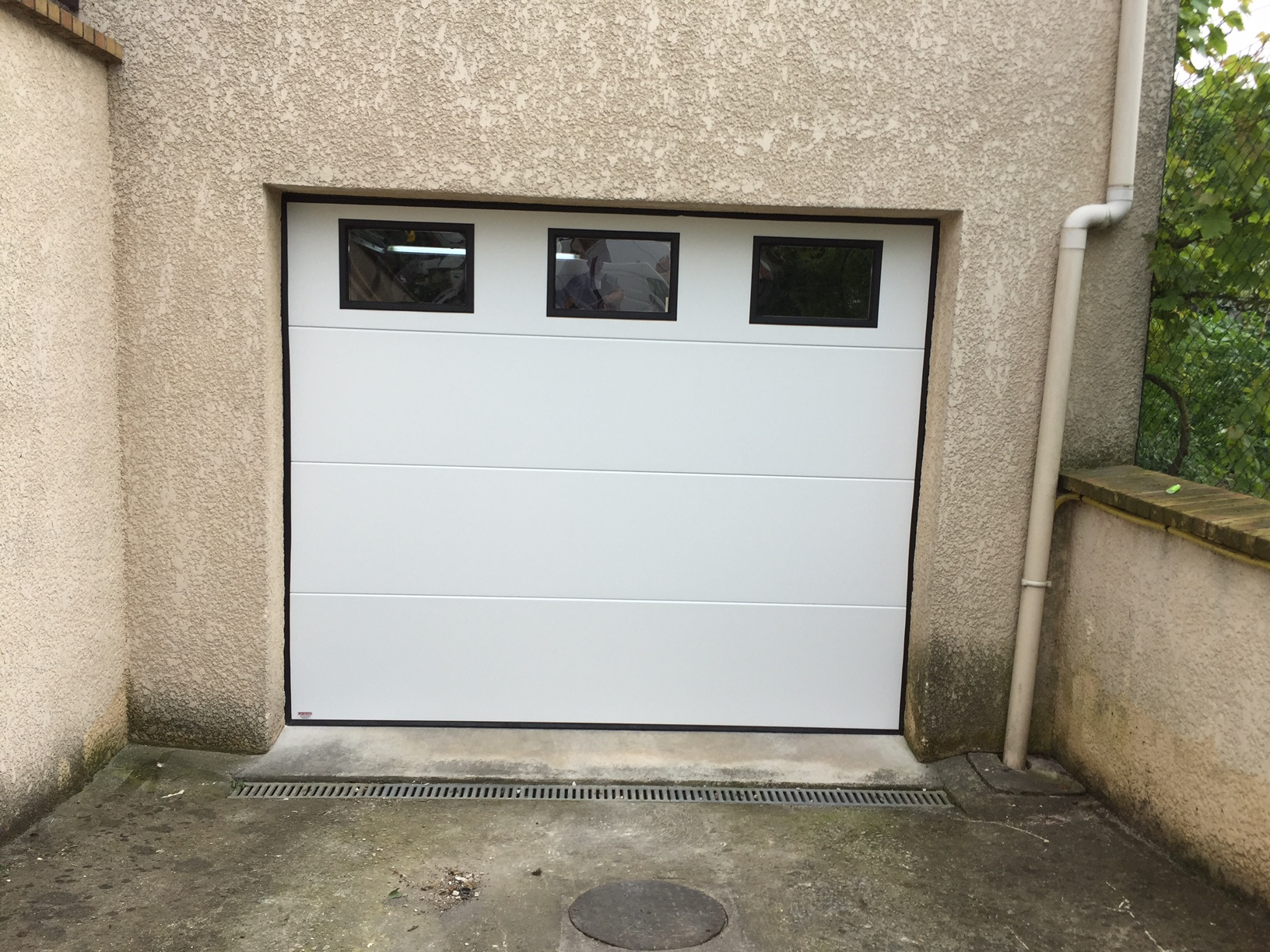Portes de garage sectionnelle r sidentielle portech - Hublot porte de garage sectionnelle ...