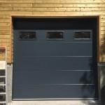 porte-de-garage-lisse-ral-7016-avec-hublot