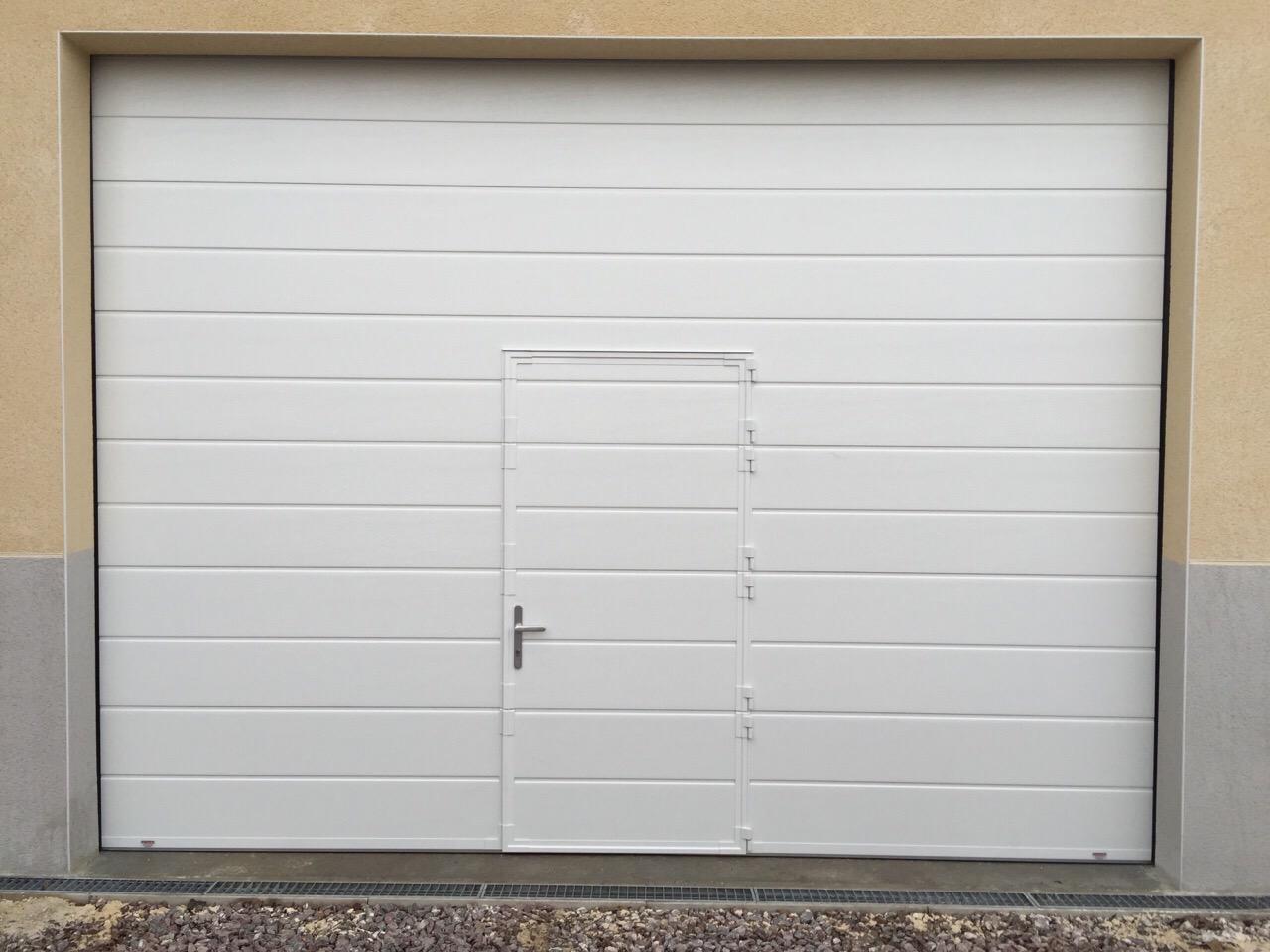 Portes sectionnelle industrielle sure mesure portech - Porte sectionnelle avec porte ...