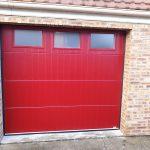 porte de garage avec lignes verticale